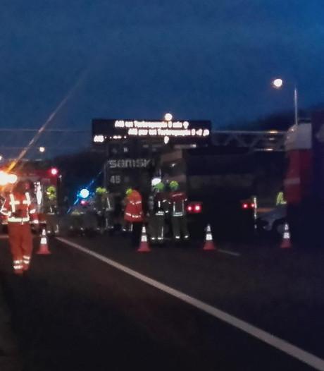 Veel hinder door ongeval met vrachtwagens op A15