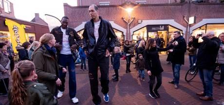 'Reuzen' openen kledingwinkel in Apeldoorn