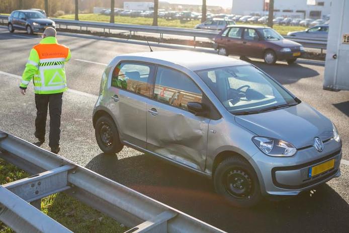 Bij een ongeval op de A12 bij Duiven raakte één persoon gewond.