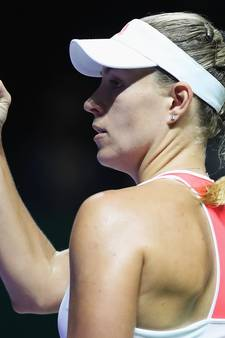 VIDEO: Kerber en Halep goed van start in Finals