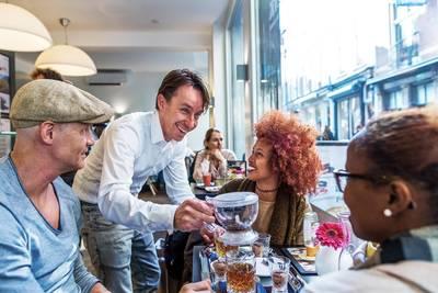 Gasten moeten met een 'blij' gevoel vertrekken na een kopje koffie