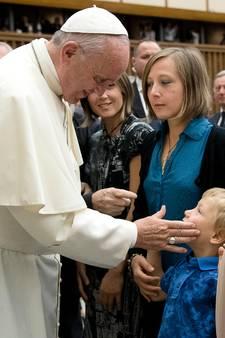 Paus leeft mee met nabestaanden Nice: Ik wil jullie pijn delen
