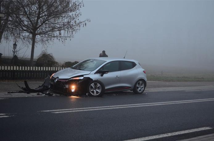 Eén van de beschadigde auto's in Didam.