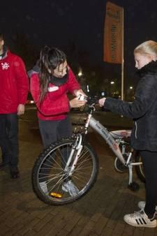 Geen boete, wel nieuwe fietslampjes voor fietsers zonder licht