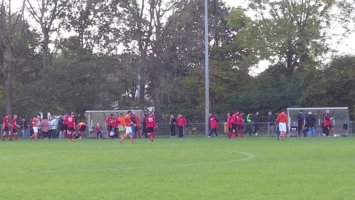 Rust bij AZ 2000 tegen DVV. 2-1 voor de Arnhemmers tegen de 'oudjes' uit Duiven. AZ 2000 op koers voor de periodetitel.