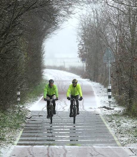 Fietsers verrast over sneeuwvrij fietspad tussen Wageningen en Renkum