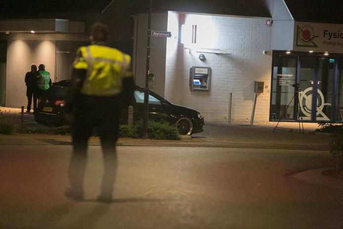 Politieonderzoek na de plofkraak op een pinautomaat van de Rabobank aan de Walstraat in Terborg.