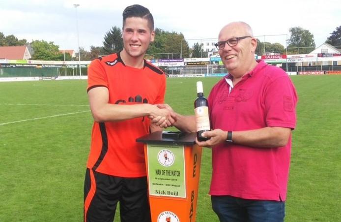Nick Buijl is met twee doelpunten voor De Bataven uitgeroepen tot man of the match.