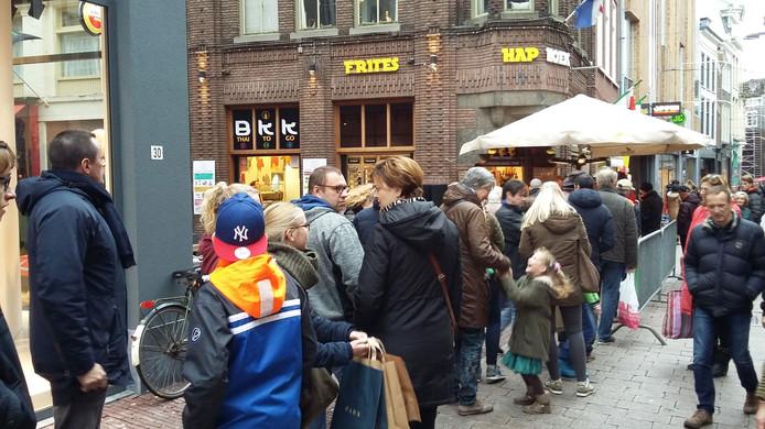 Nog voor 12.00 uur stonden er zo'n dertig mensen in de rij voor Ratelband Haphoek