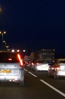Dieseltank vrachtwagen lek na ongeval, rijstrook A12 nog tot 23:00 uur dicht