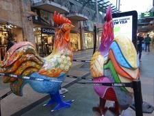 Enorme hanen in Rotterdam voor viering Chinees nieuwjaar