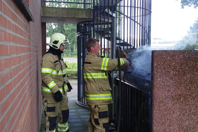 De brand in de container is door de brandweer geblust.