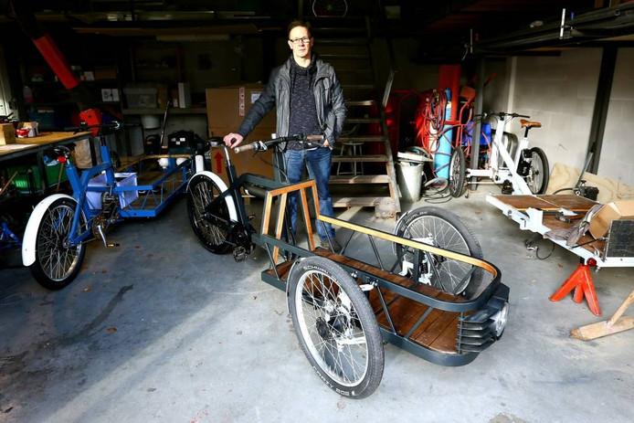 René van Corven met zijn elektrische bakfiets.