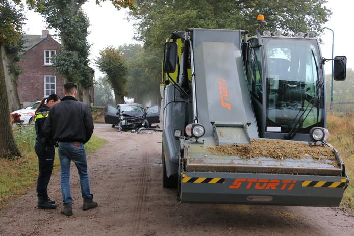Een landbouwvoertuig en een personenauto botsten donderdag op elkaar op de Broekkant in Beers.