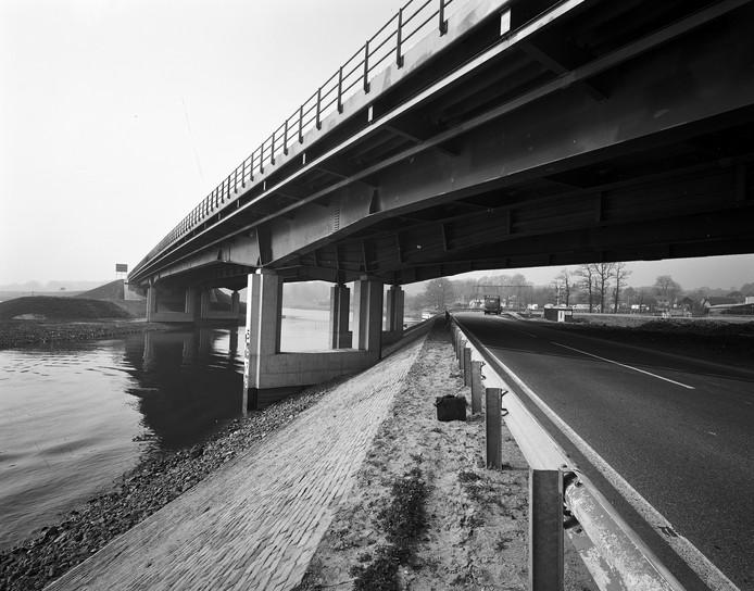De Middachterbrug bij De Steeg in 1970.