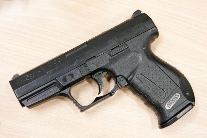 Gasalarmpistolen en dergelijke zijn vaak niet van echte vuurwapens te onderscheiden. Foto ter illustratie.
