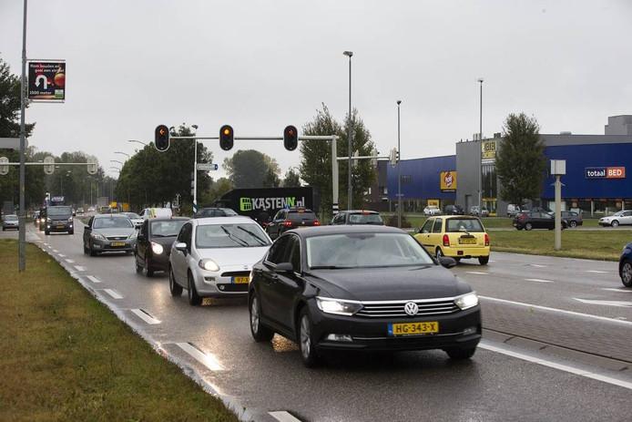 De Europaweg wordt verdubbeld tussen de Sicco Mansholtweg en de A18. Hier de kruising met de Bedrijvenweg.
