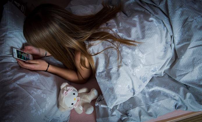 In bed nog bezig zijn met social media zorgt voor slaapstoornissen.