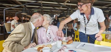 Trouwe bezoekers openen vernieuwd restaurant IKEA