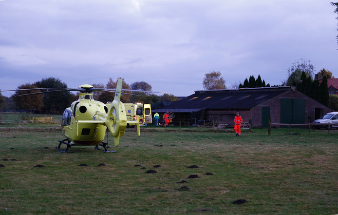 Verschillende hulpdiensten rukten uit naar een ongeval op eigen terrein aan de Rondweg in Overloon.