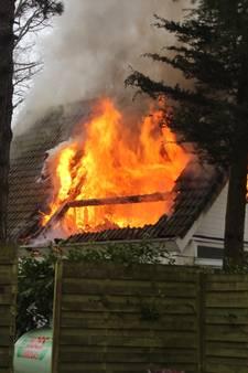 Woning in Heijen door brand verwoest (video)