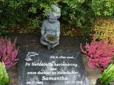 Samantha's grafsteen na vernieling verplaatst naar tuin van oma