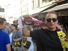 Feyenoord-fans leven in Turkije zingend toe naar Fenerbahçe