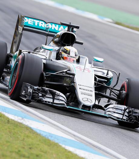 Hamilton komt weg met boete na fout in pitstraat