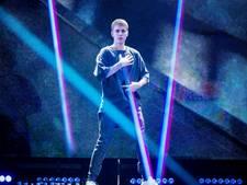 Justin Bieber stormt van podium na boegeroep