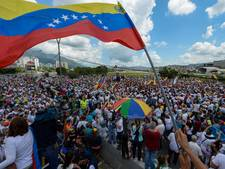 Vrouwen lopen protestmars tegen president Venezuela