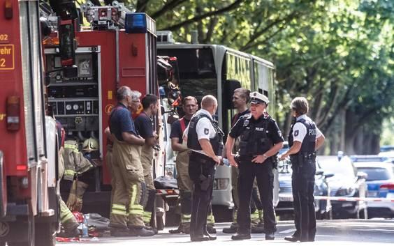 Negen gewonden bij mesaanval op bus in Duitse Lübeck, inzittenden overmeesteren dader
