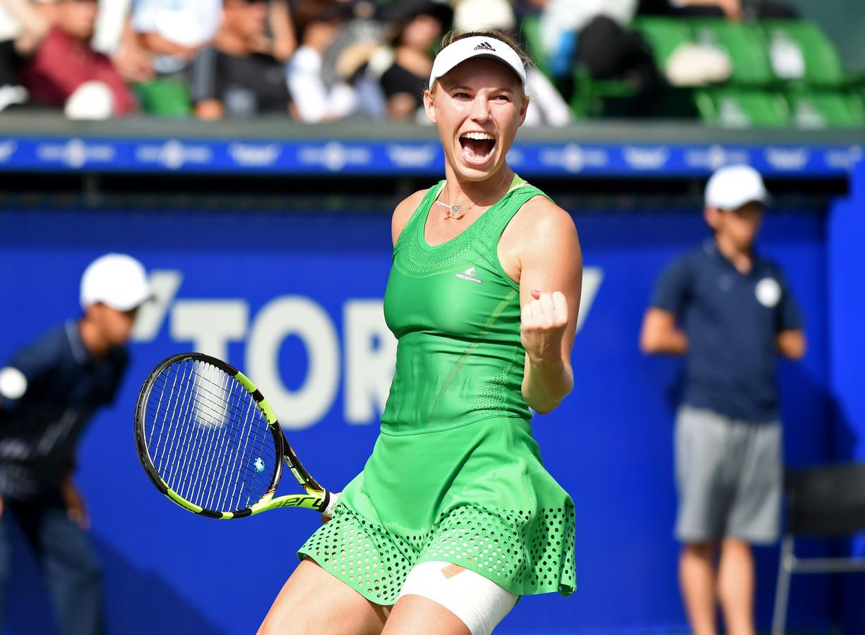 Wozniacki gana un torneo despues de año y medio y rompe el sueño de la local Osaka.