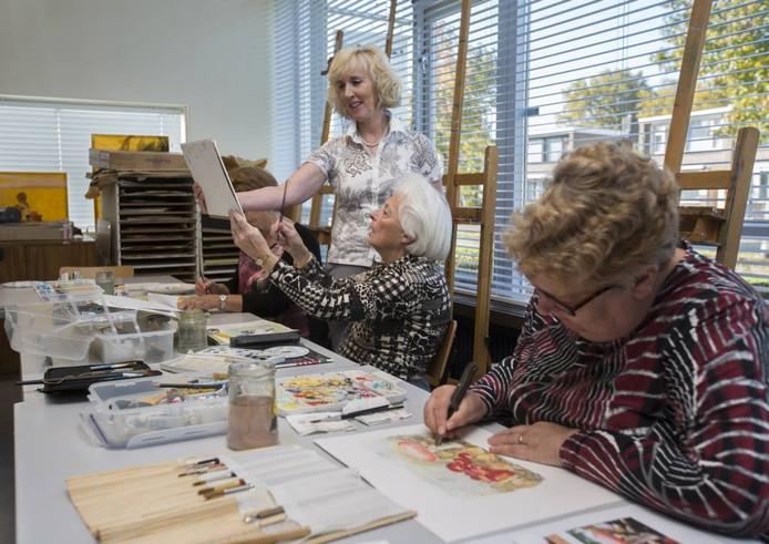 Deze groep cursisten leert aquarelleren. Foto: Bart Harmsen