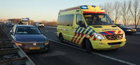 Botsing tussen twee auto's op snelweg bij Wijchen