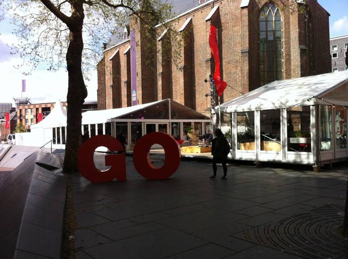 Het paviljoen van het filmfestival Go Short bij de Mariënburgkapel.