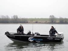 Vissen op een hightech-boot met de visgids in Tolkamer