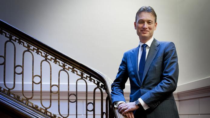 Halbe Zijlstra (VVD) wil asielzoekers ontmoedigen naar Nederland te komen. 'We kunnen de vluchtelingenstroom niet aan.'