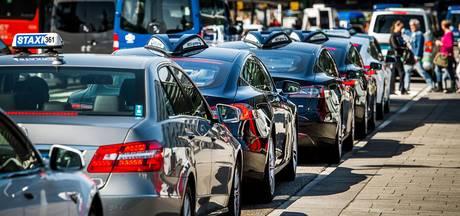 VVD en PvdA eisen stappen tegen taxironselaars Schiphol