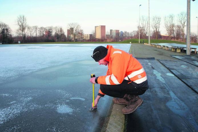 IJsmeester Hubert Schartman van De Greb op de ijsbaan in januari van dit jaar.