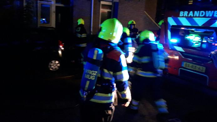 Brandweer in actie bij de brand aan de De Ruyterstraat in Nijmegen.