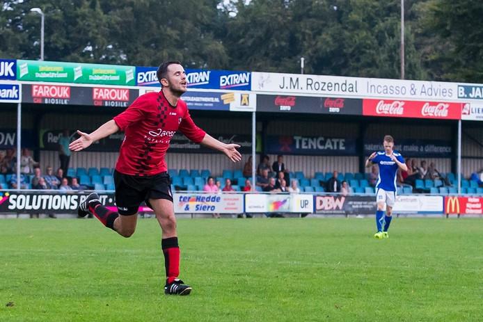 SC Bemmel-speler Tim Vonk viert de 0-2.
