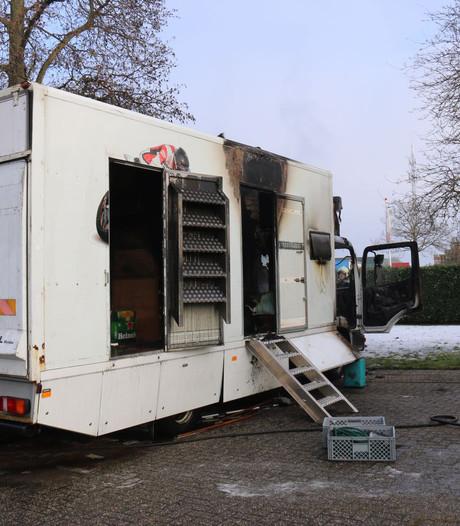 Vrachtwagen loopt veel schade op bij brand in Lobith