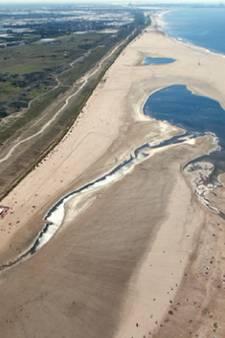 Zie Zandmotor groeien door de jaren heen in timelapse