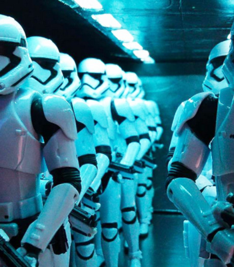 Vader bouwt Star Wars scenes na met poppetjes van zoontje