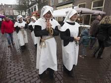 Struinend de kerstkraampjes in Doesburg af