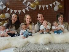 Vier zussen in drie maanden bevallen van vier jongetjes