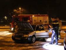 Auto in brand op snelweg A12, bestuurder gewond bij bluspoging