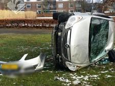 Auto over de kop op Wolfskuilseweg in Nijmegen