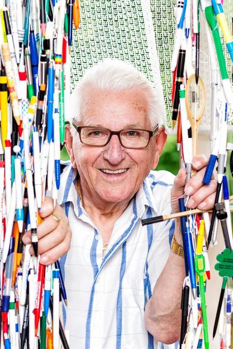 Verzamelaar Alex Cornelissen (81) heeft bijna 100.000 pennen