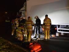 Auto en vrachtwagen botsen in Woerden